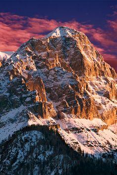 Por-do-sol nas Dolomiti di Brenta, na regiao de Trentino-Alto Adige, Italia.  Fotografia: Lorenzo Sciacca.