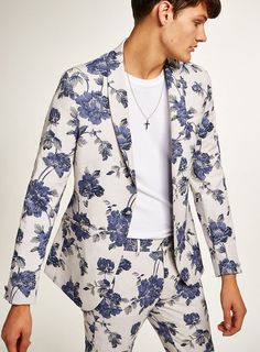Blue and White Floral Skinny Suit Jacket Blazer Fashion, Suit Fashion, Fashion Rings, Fashion Boots, Womens Fashion, Floral Suit Men, Suits For Guys, Artistic Fashion Photography, Skinny Suits