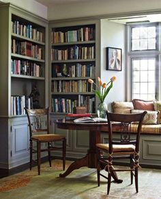 15 Small Home Libraries That Make a Big Impact From the lovely reading table to the natural light and window seat, this is a home library with heart. Cozy Home Library, Home Library Rooms, Home Library Design, House Design, Library Ideas, Library Corner, Library Inspiration, Library Wall, Dream Library