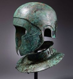 Samnite Bronze Helmet and Neckguard 450 BC The Samnites were a sworn enemy of Rome in Italy. They were literally annihilated by Sulla in I Century BC and disappeared from History. Warrior Helmet, Helmet Armor, Arm Armor, Ancient Armor, Medieval Armor, Roman Armor, Roman Helmet, Rome Antique, Ancient Artifacts