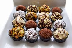 How to Make Brazilian Chocolate Truffles. These are so delicious! Making these today! Vegetarian Chocolate, Chocolate Recipes, Chocolate Food, Chocolate Photos, Chocolate Heaven, Just Desserts, Dessert Recipes, Dessert Tray, Dark Chocolate Truffles