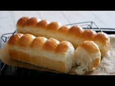 縦長整列ちぎりパン♪ | Soft and Fluffy Bread - YouTube Easy Bread Recipes, My Recipes, Cake Recipes, Cooking Recipes, Bread Bun, Bread Rolls, Japanese Bread, Bun Recipe, Pizza