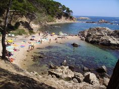 Discover the 6 most beautiful and travel-worthy towns and beaches along the Costa Brava coast.