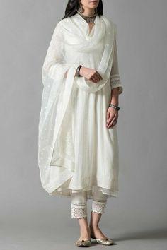 Pakistani Formal Dresses, Pakistani Outfits, Indian Outfits, Beautiful Dress Designs, Stylish Dress Designs, Dress Indian Style, Indian Dresses, White Kurta, Kurta Designs Women