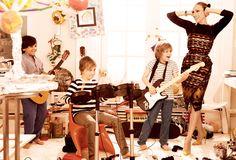 #SJP #VOGUE James Wilkie (far right) jams on the guitar with his school friends. Proenza Schouler Navajo-print dress and long-sleeved T-shirt. Michael Kors belt. Van Cleef & Arpels watch. Manolo Blahnik suede pumps.
