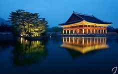 Korea Tourism: 50 Seoul Attractions and How to Get There Seoul Attractions, The Rok, Korea Tourism, Living In Korea, Beautiful Places To Travel, Old Building, Beautiful Architecture, How To Take Photos, South Korea