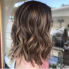 Are you going to balayage hair for the first time and know nothing about this technique? We've gathered everything you need to know about balayage, check! Brown Hair With Blonde Highlights, Hair Highlights, Brown With Blonde Highlights, Medium Hair Styles, Short Hair Styles, Hair Color Balayage, Balayage Hair Brunette Medium, Partial Balayage Brunettes, Bayalage