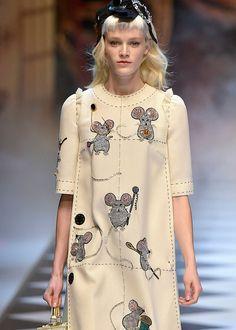 dolce-gabbana-fall-2016-runway-disney-princesses-cinderella-mice