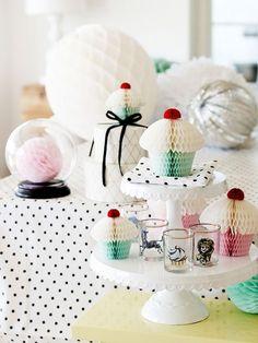 本物のカップケーキに混じって、こんな可愛い【ハニカムカップケーキ】はいかが??♡スイーツブッフェのアクセントにピッタリです♩