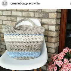 Boa tardee! . #crochet #croche #handmade #cesto #fiodemalha #feitocomamor #feitoamao #trapilho #totora #knit #knitting #crochetbag #bolsadecroche #bolsadepraia #praia #bolsaartesanal #bag Por @romanntica_pracownia