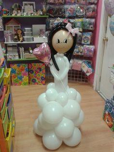 Niña comunion de globos..