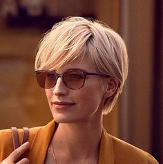 2018 Long Pixie Hairstyle If you don't have in mind the type of hairstyle you are going to do when next you are designing your hair, try these 2018 Latest Longer Pixie Hairstyles. Short Haircuts With Bangs, Long Pixie Hairstyles, Short Hairstyles For Women, Short Hair Cuts, Haircut Short, Hairstyles 2018, Longer Pixie Haircut, Blonde Short Hair Pixie, Teenage Hairstyles