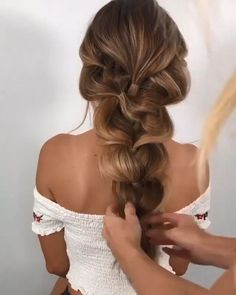 Pin on hair tutorial Pin on hair tutorial Medium Hair Styles, Curly Hair Styles, Long Hair Ponytail Styles, Updos For Medium Length Hair, Easy Hairstyles For Long Hair, Curly Ponytail Hairstyles, Hairstyles For Long Hair Wedding, Hairstyles For Women, 1800s Hairstyles