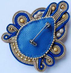 The back of a soutache piece Soutache Tutorial, Soutache Jewelry, Beaded Jewelry, Beaded Necklace, Jewelry Crafts, Jewelry Art, Jewelry Design, Brooches Handmade, Handmade Jewelry