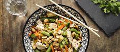 Pähkinä-broileriwokki on helppo ja nopea ruoka. Suolapähkinät viimeistelevät wokin. N. 2,25 €/annos.