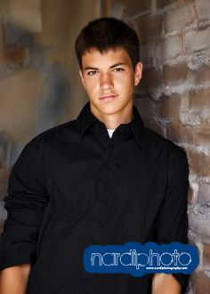 Senior Picture Posing Ideas for guys | Senior Portrait Ideas & Styles: Something Classic for Guys ...