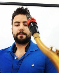 Buenos días #EGRLovers!  Un poco de #improvisación para empezar el día!  Aquí tenéis en acción a una K-26 #china  #edition fabricada a mano en #España por #EGR! Sus colores son el #rojo y el #oro una abrazadera apta para todos los estilos #jazz #musicaclasica #ensemble etc!  Disponibles en la Store para #saxo y #clarinete!  #impro #masterclass #tenorsax #tenor #musico #saxofonista #sabado  www.egrstore.com