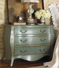 This would be gorgeous next to a dark wood bed with crisp linens. I like the accents here too.