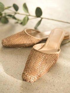 Women's Shoes, Shoes Men, Shoes Editorial, Minimalist Shoes, Fabric Shoes, Naturalizer Shoes, Fashion Flats, Summer Shoes, Fashion Photography Inspiration
