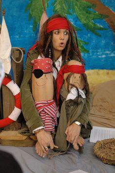 Kniegeschichten über Piraten