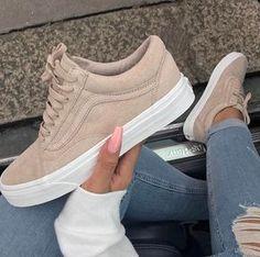 Super Vans Old Skool en Beige para Mujeres! Zapatillas de clase fáciles :) Foto: www. Vans Shoes, Shoes Sneakers, Shoes Heels, Beige Sneakers, Beige Shoes, Beige Trainers, Beige Sandals, Sneakers Style, Boots