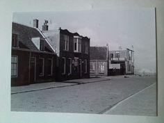 Beukelszoonstraat richting de Boulevard. De huizen zijn al leeggehaald om afgebroken te worden in oorlogstijd op last van de Duitsers. Katwijk aan Zee