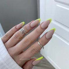 Spring nail color and summer nail color. When almost every season changes, we will want to know in advance what color will be popular next season? Do you want to try different summer nail colors in advance now? Perfect Nails, Gorgeous Nails, Pretty Nails, Minimalist Nails, Spring Nail Colors, Spring Nails, Pastel Color Nails, Bright Summer Acrylic Nails, Nail Swag
