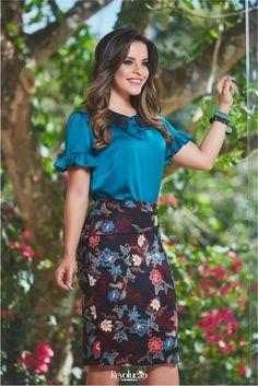 BELEZA CONTEMPORÂNEA – Revolução Moda Feminina Womens Fashion For Work, All Fashion, Fashion Dresses, Skirt Outfits, Dress Skirt, Under Dress, Office Looks, How To Look Classy, Western Wear
