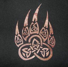 Keltische Paw Quilt Applique Musterdesign Keltische Pfote Quilt Applique Muster Design The post Celtic Paw Quilt Applique Musterdesign … appeared first on Frisuren Tips - Tattoos And Body Art Celtic Tattoos, Viking Tattoos, Wolf Tattoos, Body Art Tattoos, New Tattoos, Tattoos For Guys, Celtic Wolf Tattoo, Irish Tattoos, Filipino Tattoos