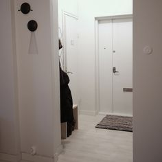 3ovi: lighter entry now with white door