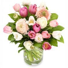 Tulpen en ranonkels zijn de ultieme voorjaarsmatch. In deze zachte tonen komt de zachtheid van de bloem bovendien prachtig naar voren.