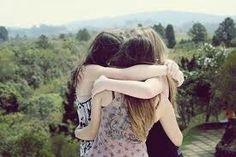 Ame a vida e os bons amigos, pois a vida é curta e os bons amigos são poucos