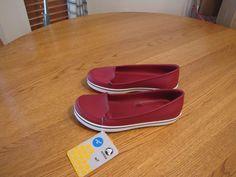 Women's crocs crocband relaxed fit loafer slide shoe 5 RARE Pomegranate sandal #Crocs #flatshoeloafer