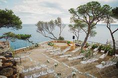 Las bodas en @elconventdeblanes son   Wedding planner: @yodeblancoytudenegro_wp . . . . . . . . #radlovestories #folkwedding #bohowedding #boho #bohobride #bodaboho #folkwedding #weddingphotographer #fotografobodas #costabrava #seaview #incostabrava #destinationwedding #naturalwedding #weddingsart #boholovers #weddingfilm #fotografobodasbarcelona #fotografobodasgirona #destinationwedingphotographer #destinationweddingvideographer  #intimatewedding #elconventdeblanes #blanes
