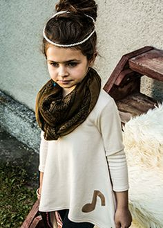 Dresowa modna tunika Aplikacja z ekoskóry -  nutka. Do kupienia na:  mail: knocknock.fashion@gmail.com fb: https://www.facebook.com/pages/knock-knock-fashion/230430617163127?ref=hl instagram: http://instagram.com/knock_knockfashion#  #kidsfashion #modadladzieci #fashionkids