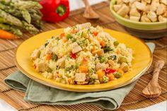 Il couscous freddo di pollo è una variante del classico couscous di derivazione nordafricana, con l'aggiunta del pollo alla paprika. Good Food, Yummy Food, Italian Cooking, International Recipes, Orzo, Fried Rice, Pasta Salad, Broccoli, Risotto
