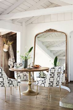 Stunning oversized wall mirror that's perfect for a bare wall in a dining room, living room, or other space! Anthropologie Mirror, Rooms Ideas, Luxury Mirror, Foyer Decorating, Decorating Ideas, Decorating Websites, Interior Decorating, Small Dining, Decoration Table