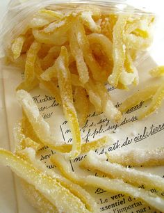 I seriously want some also with orange peels mmmmm Candied Lemon Peel, Candied Lemons, Fruit Recipes, Sweet Recipes, Snack Recipes, Vegan Sweets, Vegan Desserts, Cuisine Diverse, Cupcakes