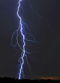 Nature Images, Nature Pictures, Mother Earth, Mother Nature, Lightning Photography, Ride The Lightning, Up To The Sky, Winter Beauty, Storm Clouds