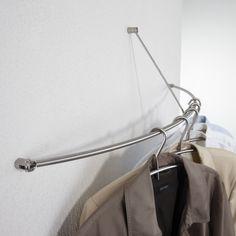 Wandgarderobe, gebogen. Mit diagonaler Wandabhängung Bogenförmige Wandgarderobe mit diagonaler Wandabhängung in 45°. Wandbefestigungen justierbar. Garderobe ist platzsparend aushängbar.