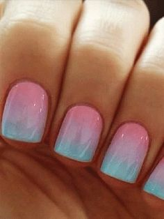 Ombre nails for a trendy pear shaped engagement ring: You need a manicure that can keep up. This ombre manicure is lovely in beachy colors, but the ombre nail tutorial can be used with any colors to match your palette!We think this would look awesome in peach and poppy.
