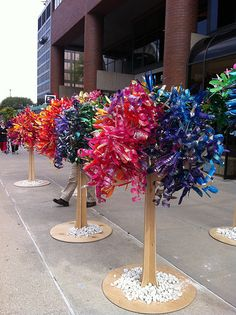 ArtPrize: The Tree of Life Reclaimed, Dale Wayne Things Bright Plastic Bottle Flowers, Reuse Plastic Bottles, Plastic Bottle Crafts, Plastic Art, Water Bottle Crafts, Recycled Bottles, Recycled Art Projects, Recycled Crafts, Eco Deco