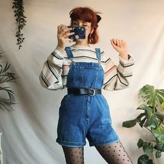 Best Retro Outfits That Women Should Add To Their Wardrobe 26 - Fashionmgz 80s Fashion, Cute Fashion, Korean Fashion, Boho Fashion, Fashion Outfits, Art Hoe Fashion, Quirky Fashion, Fashion Hats, Fashion History