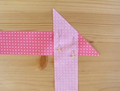 sewing two strips together Sewing Basics, Sewing Hacks, Sewing Tutorials, Sewing Patterns, Fabric Crafts, Sewing Crafts, Sewing Projects, Coin Couture, Quilted Table Runners
