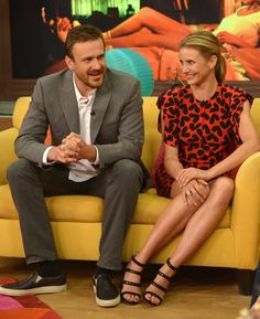 Pin for Later: This Week's Can't-Miss-Them Celebrity Photos  Jason Segel and Cameron Diaz chatted on the set of Despierta América in Miami on Tuesday.
