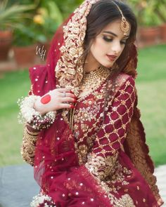 Source by schilanghazouan dress Asian Wedding Dress, Pakistani Wedding Outfits, Pakistani Wedding Dresses, Bridal Outfits, Indian Outfits, Bridal Dupatta, Bridal Mehndi Dresses, Bridal Dress Design, Pakistani Bridal Hairstyles