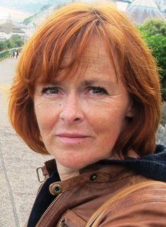 """Unsere Autorin Kirsten John hat mit ihren Romanen """"Schwimmen lernen in Blau"""" und """"Der Duft der Seerosen"""" bereits verschiedene Preise abgeräumt. Mehr Infos gibt es hier:  http://www.dotbooks.de/profile/964864/kirsten-john"""