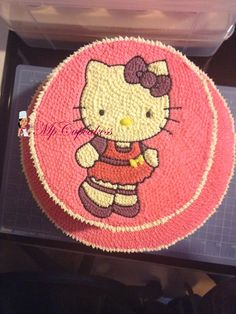 Torta de Hello Kity Torta Hello Kitty, Crochet Hats, Cupcakes, Cartoon, Hipster Stuff, Knitting Hats, Cupcake Cakes, Cup Cakes, Muffin