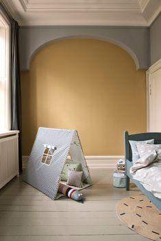Une chambre d'enfant avec un tipi, accessoires et mobilier de la collection 2015 de Ferm living