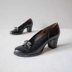1940s chunky heeled bow shoes